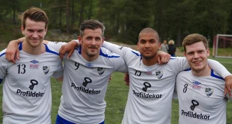 Fyra mål, fyra målskyttar. Trots att IFK Sundsvall vann mot Alnö med 4-0 är inte målskyttarna på bilden över hövan glada. Fr v. Oscar Lidström, Olle Nordberg, Minhaz Chowdhur och Andreas Eriksson. Foto: Lokalfotbollen.nu.