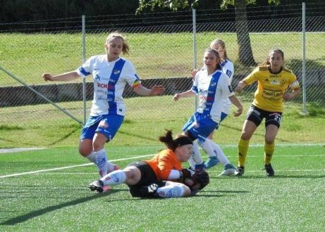 Timråmålvakten Frida Forslund hade en hel del att bestyra under fjolårssäsongen men det räckte tyvärr inte att hålla kvar IFK Timrå i division 1 Norrland utan det blev degradering. Foto: Fredrik Lundgren, Lokalfotbollen.nu.