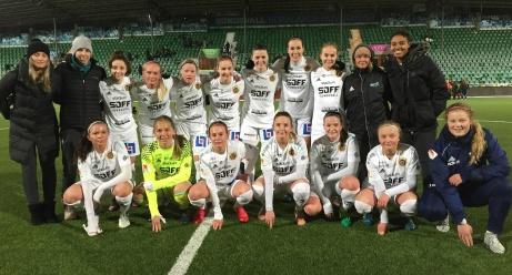 Vårt enda elitlag på damsidan, Sundsvalls DFF, vann som väntat och DM. 14-0 på dom två matcherna säger det mesta om Elitettanlagets överlägsenhet även om division 3-laget Kovland gjorde bra ifrån sig i finalen och bara låg under med 0-1 första timmen. Foto: Lena Wallgren.