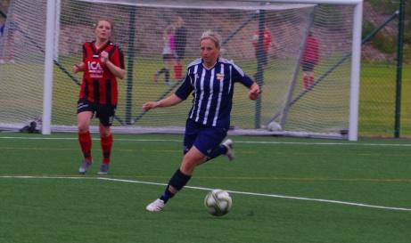 Erica Höglund och hennes Kovland målfrossade även mot Söråker. Foto: Janne Pehrsson, Lokalfotbollen.nu.