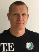 Östavalls veterankeeper Tony Ekluund bröt benet under lördagens träningsmatch mot Sund.