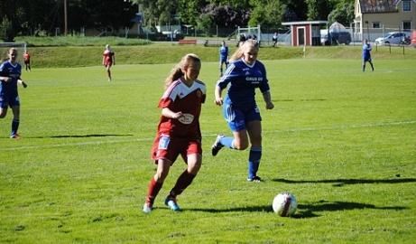 Erika Engblom gav Alnö ledningen mot Häggenås. Dessvärre räckte det inte till seger då gästerna kvitterade på en straff med lite drygt 20 minuter kvar. Arkivfoto: