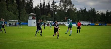 Niclas Möllhagen avlossar en farlig nick i 2-2-matchen mot Alsen. Foto: Lars-Göran Nordlander.