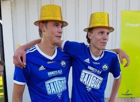 Guldhattar på! Oskar Åman och Oscar Nilsson Böös ät ytterligare två av Matfors egenfostrade talanger som har en fin framtid inom fotbollen..
