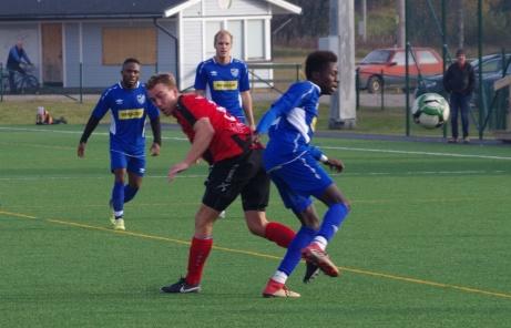 Söråker hade svårt att tränga igenom Strömsunds vältajmade försvarsspel. Foto: Pia Skogman, Lokalfotbollen.nu.