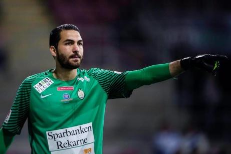 William Eskelinen får nu en tuff kamp om målvaktshandskarna av iranske landslagsmålvakten Alireza Haghighi.