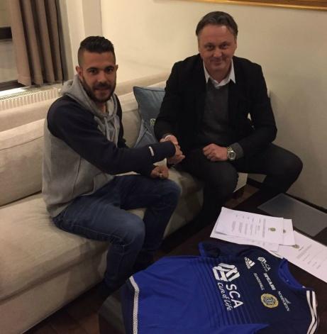 Sportchefen hälsar spanjoren Juanjo Ciércoles välkommen till GIF Sundsvall. Foto: gifsundsvall.se