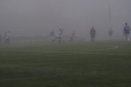 Lützendimma? Nej, Balders kan konkurrera! Det var inte bara jag som knappt såg något av matchen IFK Sundsvall - Medansjö IK. Men vad jag kunde lyssna mig fram till vann IFK en viktig seger i bottenstriden. Och det mer hela 5-0! Foto: Janne Pehrsson, Lokalfotbollen.nu.