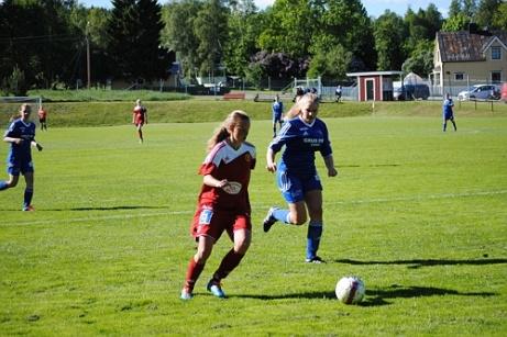 Erika Engblom gjorde två av Alnös mål borta mot Krokom/Dvärsätt. Wilma Sundin (3) och Zoe Tomley svarade för dom övriga målen vid 6-1-segern. Arkivfoto: Janne Pehrsson, Lokalfotbollen.nu.