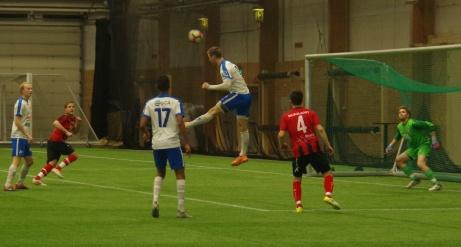 Målkungen Oskar Nordlund går till väders men lite oväntat gick den eminente anfallaren mållös från matchen. Ett stolpskott var närmast. Foto: Pia Skogman. Lokalfotbollen.nu.