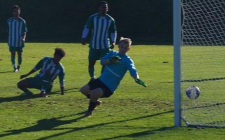 Mål igen...och Fredrik Enqvist åter chanslös. Målet betydde 8-0 och avlossare utamför bild var Jonathan Marklund. Foto: Janne Pehrsson, Lokalfotbollen.nu.