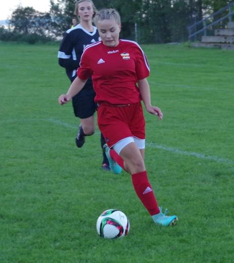 Ida Cöster in action igen. Foto: Pia Skogman, Lokalfotbollen.nu.