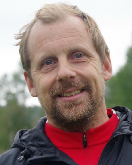 Stödetränaren Anders Strandlund var nöjd med dom tre derbtypoängen efter matchen. Foto: Pia Skogman, Lokalfotbollen.nu.
