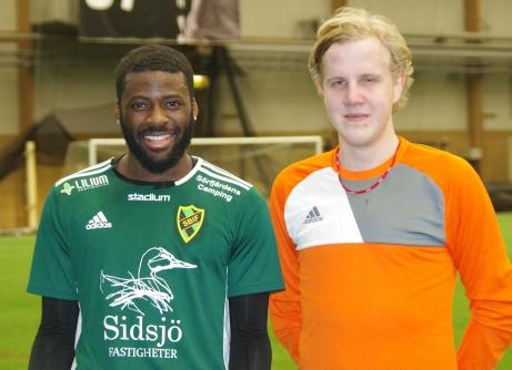 Louison Likita, målskytt, och Petter Sjölund, höll nollan, var högt bidragande orsaker till Sidsjö-Böles seger över seriekonkurrenten Essvik i lördagens avslutande DM-match. Foto: Pia Skogman, Lokalfotbollen.nu.