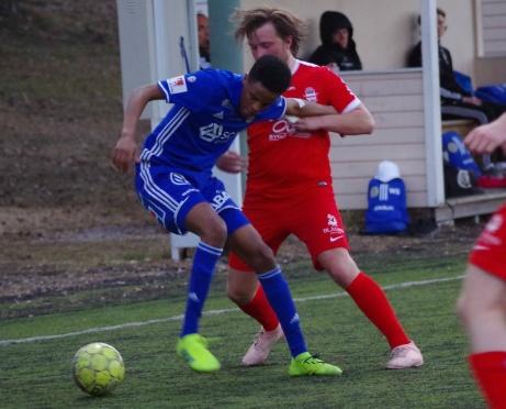 Hamse Nuur och hans lagkompisar i GIF Sundsvalls tipselit var i stort sett överlägsna hela matchen mot Stöde och är klara för DM-fotboll. Foto: Pia Skogman, Lokalfotbollen.nu.