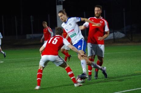 Timrås Zakaria Bel Mekki på väg igenom mot Svartvik i 5-0-segern. Foto: Pia Skogman.
