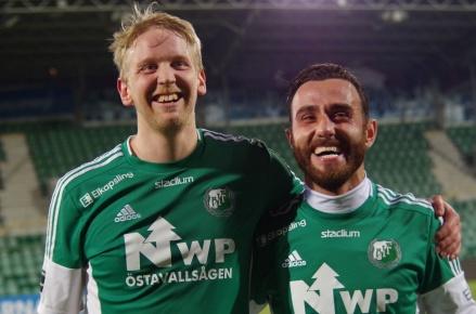Glada matchhjältar för Östavall, målskyttarna Daniel Wallsten och Khoger Hammad. Foto: Pia Skogman, Lokalfotbollen.nu.