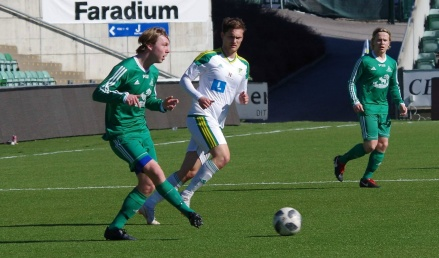 Felix Drewsen och hans Lucksta var steget efter Alsen på ett soligt NP3 Arena och föll med matchens enda mål. Foto: Pia Skogman, Lokalfotbollen.nu.