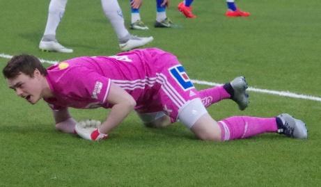 Den rosa pantern i GIF-målet, Wilhelm Stenman, förbannar alla makter efter att Alexander Wilminkos skott till 2-0 styrts in via ett försvarsben. Foto: Pia Skogman, Lokalfotbollen.nu.