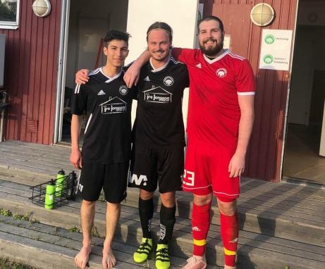 Medskogs dängde Essvik hemma på Viforspla. Målskyttar var Ramin Sajadi och Tommy Stenqvist och längst bak spred målvaktsbjässen Anton Stadling trygghet. Foto: Jocke Hedlund.