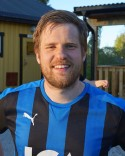 """Henrik """"Böjen"""" Larssons straffspark räddade poäng till Fränsta."""