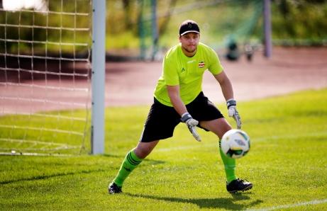 Kovlands tränare och tidigare mittback Jonas Nilsson d ä fick agera målvakt i matchen mot Indals IF och gjorde det på ett charmant sätt. Foto: Nils Jakobsson, Bildbyrån.