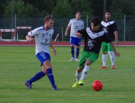 IFK Sundsvalls Kevin Sundin driver på i matchen mot Ånge. Foto: Pia Skogman, Lokalfotbollen.nu.
