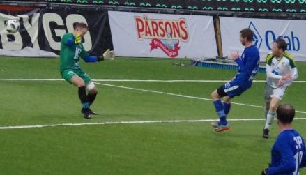Robin Nordin kvitterade först Offerdals ledning och här trycker han in 2-1-målet efter dryga halvtimmen. Foto: Pia Skogman, Lokalfotbollen.nu.