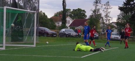 Saw En Gay prickar in 2-0 efter kvarten spelad för Söråker mot gästande Nedansjö. Till slut blev det 4-1 i hemmafavör. Foto: Pia Skogman, Lokalfotbollen.nu.