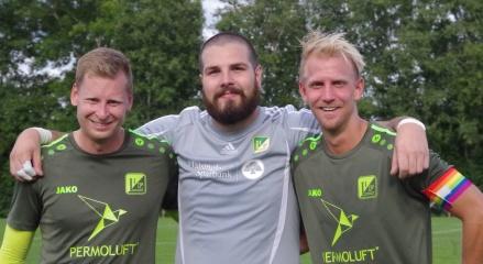Luckstas vinnande trio mot Sund i sexpoängsmatchen på Maland. Fr v jimmie Nordberg, Anton Stadling och Oliver Widahl. Foto: Pia Skogman, Lokalfotbollen.nu.