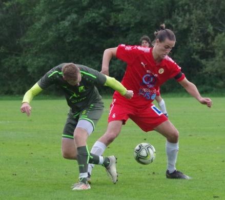 Sunds Zakaria Bel Mekki vann den här bollduellen men matchen vann Luckstas Jimmie Nordberg. Foto: Pia Skogman, Lokalfotbollen.nu.