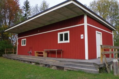 Uppfräschade omklädningsrum med varmvatten. Foto: Pia Skogman, Lokalfotbollen.nu.