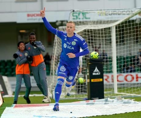 Tobias Eriksson jublar efter sitt matchavgörande 2-1-mål. Foto: Anders Thorsell. Sundsvallsbilder.com.