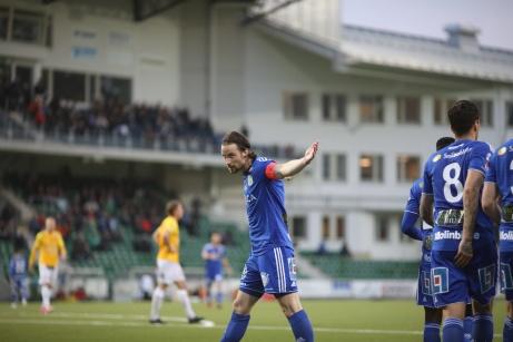 Linus Hallenius gjorde två mål när GIF Sundsvall vann med 3-1 över Falkenberg. Därmed är GIF-kaptenen ensam i topp i den allsvenska skytteligan. Foto: Anders Thorsell, Sundsvallsbilder.com.