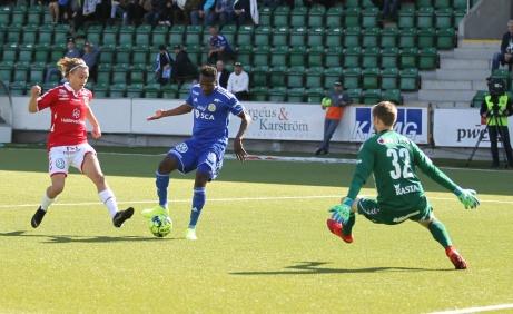 Peter Wilson reducerar till 1-2 för GIF Sundsvall. Men någon kvittering mäktade man tyvärr inte med utan gästande Kalmar FF kunde ta sin 300:e seger. Foto: Anders Thorsell, Sundsvallsbilder.com.