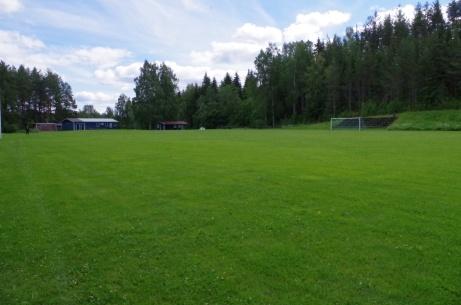 Så var ena långsidan avverkad och nu en vy sydost över planen. Foto: Pia Skogman, Lokalfotbollen.nu.