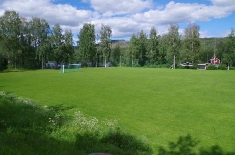 Utsikten från läktaren är bedårande, eller hur? Foto: Pia Skogman, Lokalfotbollen.nu.