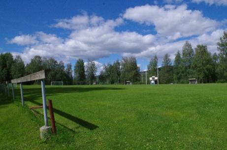 Man ser bra även om man hänger vid räcket. Foto: Pia Skogman, Lokalfotbollen.nu.