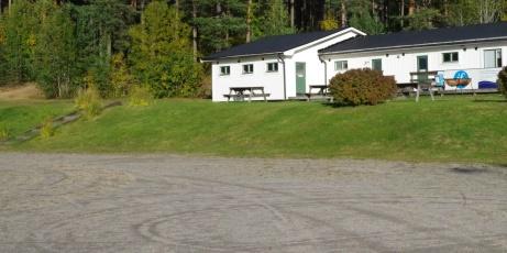 """Nya omklädningsrum och klubblokal strax söder om grusplanens södra kortsida. Något som delas med """"fältet""""."""