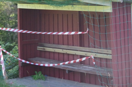 Bortalagets avbytarbås är avstängt. Foto: Pia Skogman, Lokalfotbollen.nu.