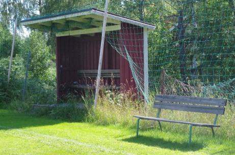 Hemmalagets avbytarbås. Foto: Pia Skogman, Lokalfotbollen.nu.