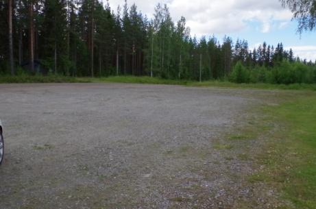 Vi lämnar nu Holmvallens parkering. Foto: Pia Skogman, Lokalfotbollen.nu.