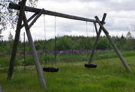 Gungor för barnen finns också på Holmvallen. Foto: Pia Skogman, Lokalfotbollen.nu.
