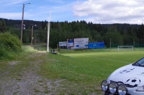 Elljusspåret till vänster, fotbollsplanen och Fårrden till höger.