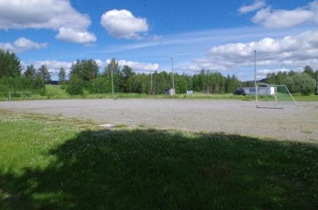 Träningsplan med belysning under försäsong, publikparkering när gräset är spelbart. Foto: Pia Skogman, Lokalfotbollen.nu.