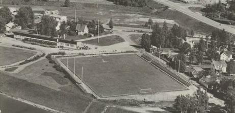 Vy över Forsvallen i Sörberge strax hitom Bergeforsens Folkets Park. Nu mera ligger det en stugby där fotbollsplanen låg.