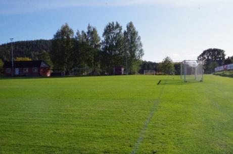 Vi ser tillbaka på en drygt 60 meters promenad från den ena långsidan till den andra. Foto: Pia Skogman, Lokalfotbollen.nu.