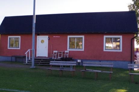 Har finns både servering och klubblokal. Foto: Pia Skogman, Lokalfotbollen.nu.