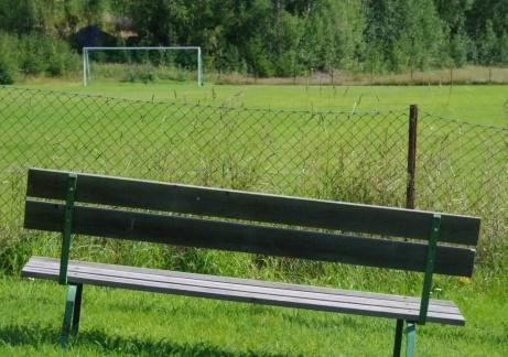 Det lutar alltid åt hemmaseger från VIP-bänken på den ena kortsidan.Foto: Pia Skogman, Lokalfotbollen.nu.