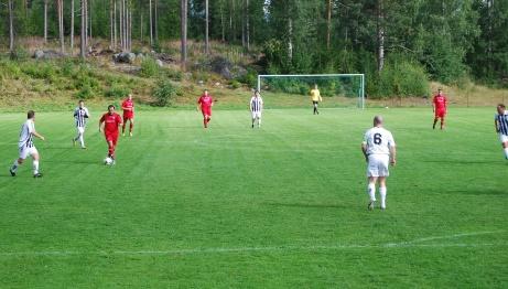 Match på Hasselbacken den 17 augusti 2013 mellan Hassels IF och numera avsomnade Granlo BK i Medelpadsfemman. Foto: Janne Pehrsson, Lokalfotbollen.nu.